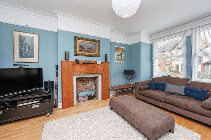 3 Bedrooms Detached House for sale in Hilldown Road, London