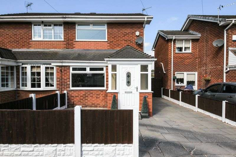 2 Bedrooms Semi Detached House for sale in Ashwood Avenue, Abram