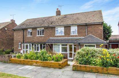 3 Bedrooms Semi Detached House for sale in Grays, Essex