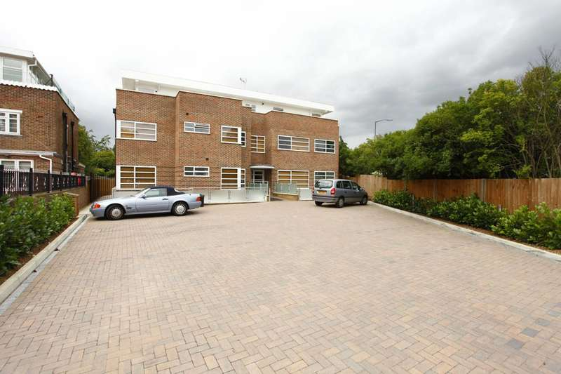 3 Bedrooms Flat for sale in Ashley Lane, Hendon, NW4