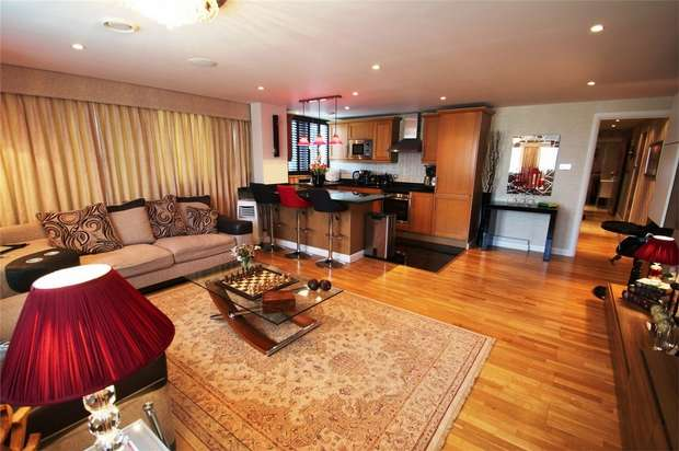 2 Bedrooms Flat for sale in Platinum House, Lyon Road, Harrow, Middlesex