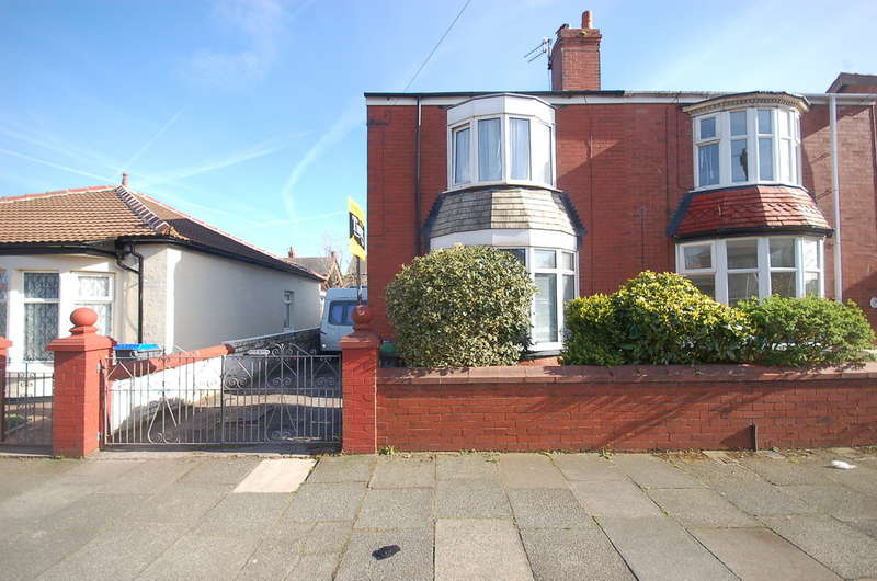 3 Bedrooms Semi Detached House for sale in Hemingway, Blackpool