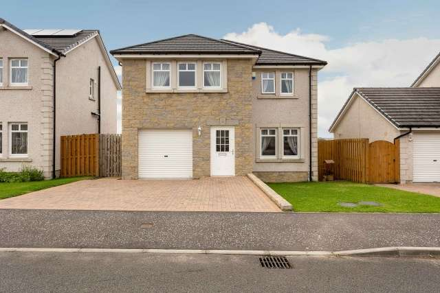 4 Bedrooms Detached House for sale in Geatons Road, Lochgelly, KY5 9HR