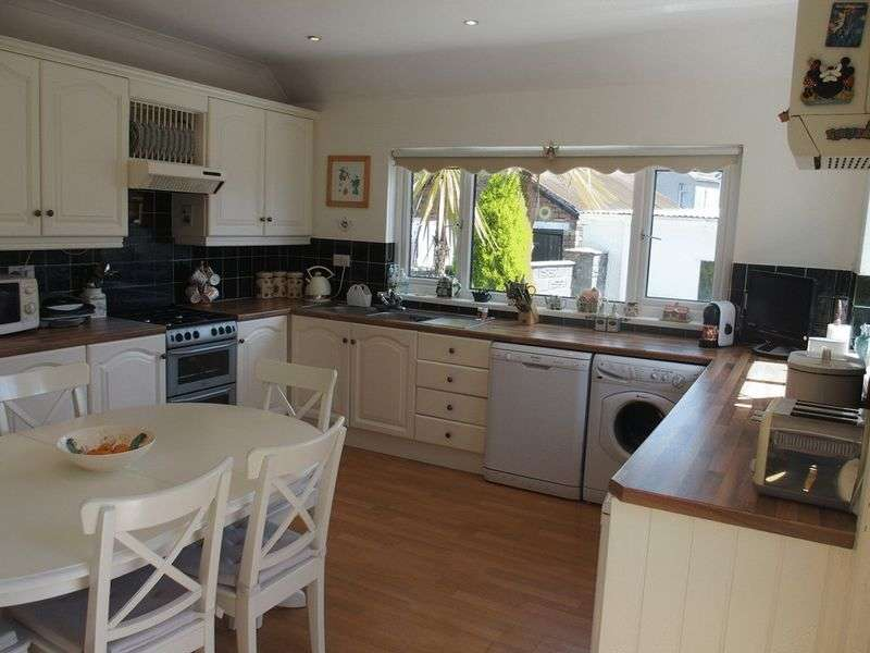 4 Bedrooms Semi Detached House for sale in Parc Howard Avenue, Llanelli