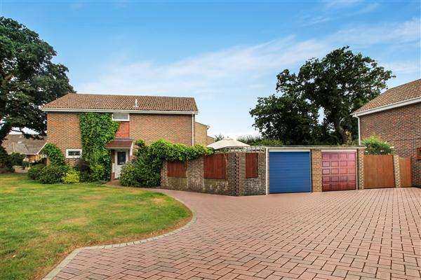 4 Bedrooms Detached House for sale in Suffolk Avenue, Christchurch