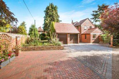 4 Bedrooms Detached House for sale in Writtle, Chelmsford, Essex
