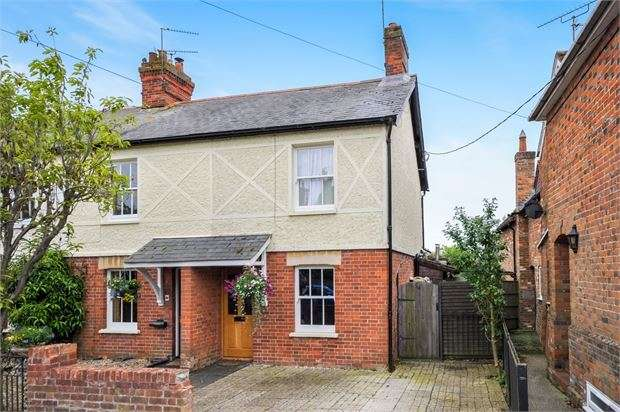 2 Bedrooms Cottage House for sale in Church Street, Quainton, Buckinghamshire. HP22 4AP