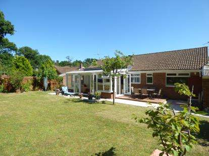 3 Bedrooms Bungalow for sale in Bransgore, Christchurch, Hampshire