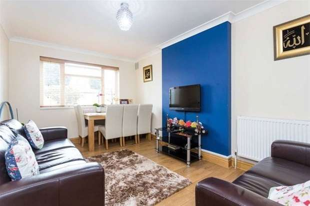 2 Bedrooms Flat for sale in Brunswick Road, London