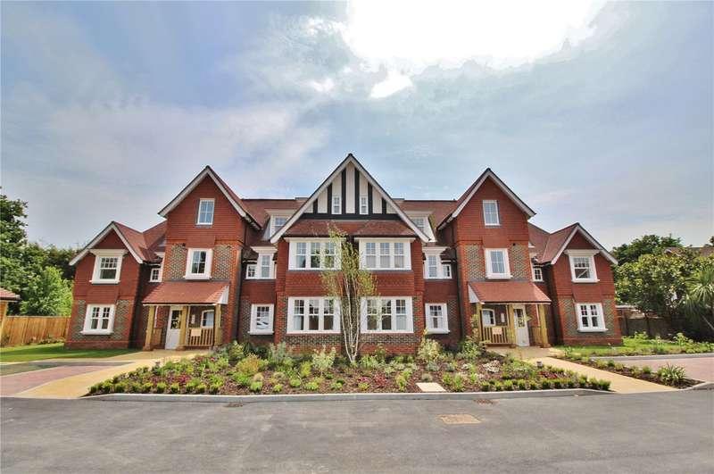 3 Bedrooms Apartment Flat for sale in Hurst Grange, Parkfield Road, Tarring, BN13