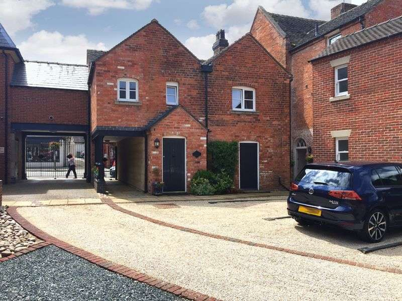 2 Bedrooms Flat for sale in Ellis House, Yates Yard, High Street, Eccleshall, Staffordshire ST21 6BS