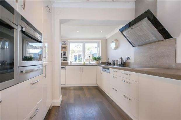 3 Bedrooms Detached House for sale in Frenchay Park Road, Frenchay, BRISTOL, BS16 1LD