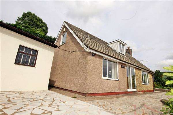 4 Bedrooms Bungalow for sale in Andora Bungalow, 18 Eisteddfa Road, Tonypandy