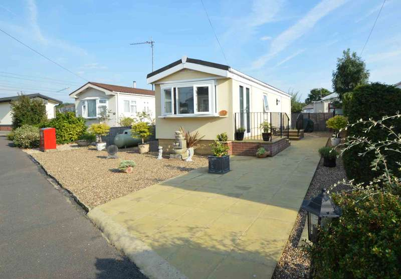 1 Bedroom Park Home Mobile Home for sale in ADDLESTONE