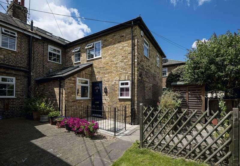 3 Bedrooms Property for sale in Brocas Terrace, Windsor