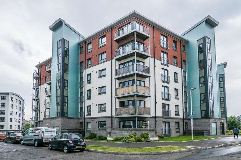 2 Bedrooms Flat for sale in Flat 12, 2 Lochend Park View, Easter Road, Edinburgh, EH7 5FZ