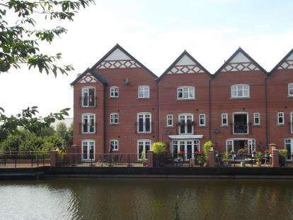 2 Bedrooms Flat for sale in Gardinar Close, Standish, Wigan, Greater Manchester, WN1