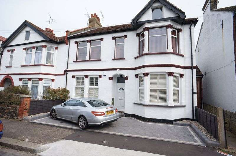 4 Bedrooms Flat for sale in Inverness Avenue, Westcliff-On-Sea