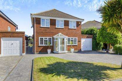 4 Bedrooms Detached House for sale in Shoeburyness, Southend On Sea, Essex