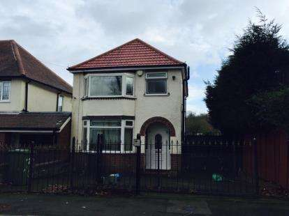 3 Bedrooms Detached House for sale in Chestnut Avenue, Dudley, West Midlands