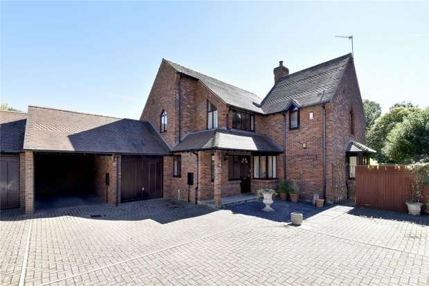 4 Bedrooms Detached House for sale in Littleton, Winchester