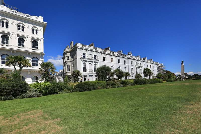 2 Bedrooms Flat for sale in The Hoe, Plymouth