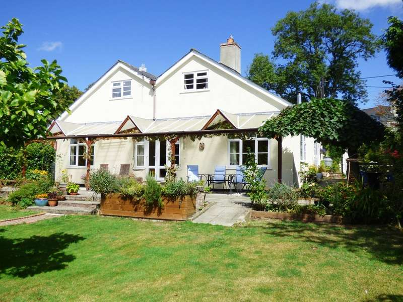 5 Bedrooms Detached House for sale in The Hermitage, Bovey Tracey