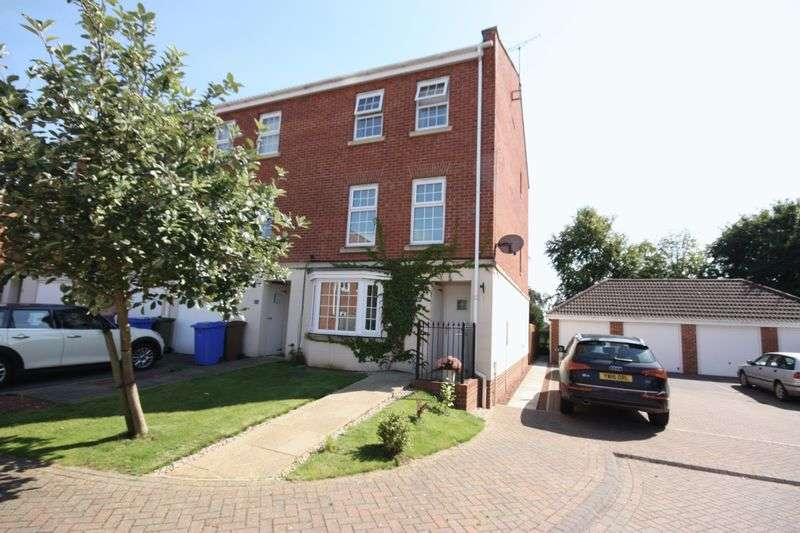 4 Bedrooms Terraced House for sale in Bintley Drive, Pocklington