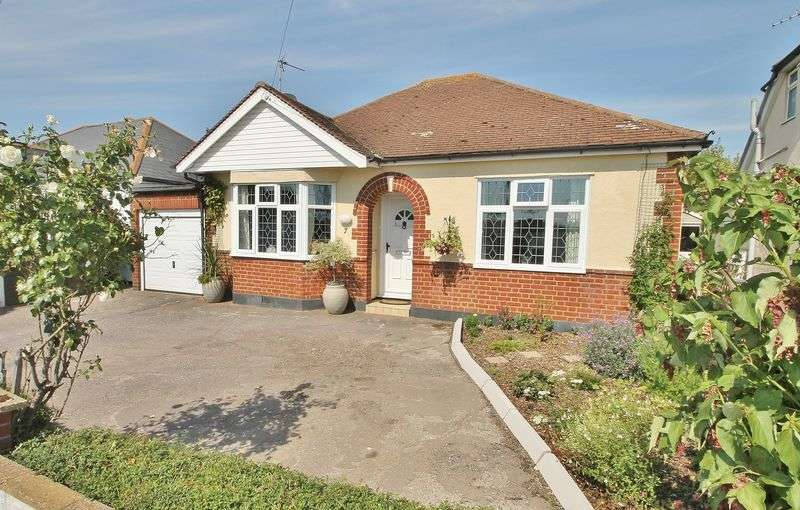 2 Bedrooms Detached Bungalow for sale in Brays Lane, Rochford