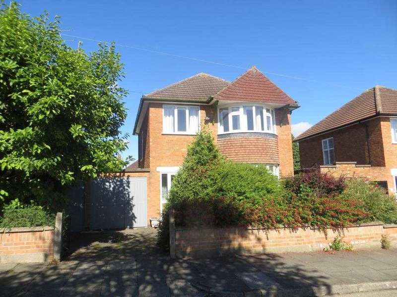 3 Bedrooms Detached House for sale in Earlswood Road, Leicester