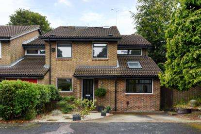 6 Bedrooms End Of Terrace House for sale in Cromlix Close, Chislehurst