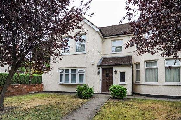 3 Bedrooms Flat for sale in Plough Lane, PURLEY, Surrey, CR8 3QA