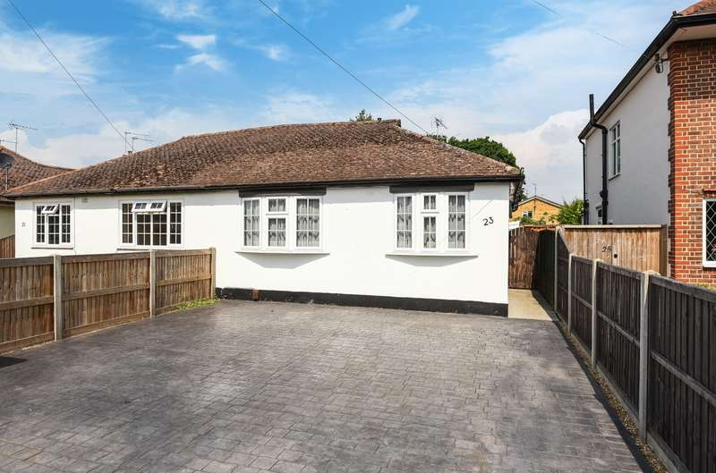 3 Bedrooms Semi Detached Bungalow for sale in New Haw