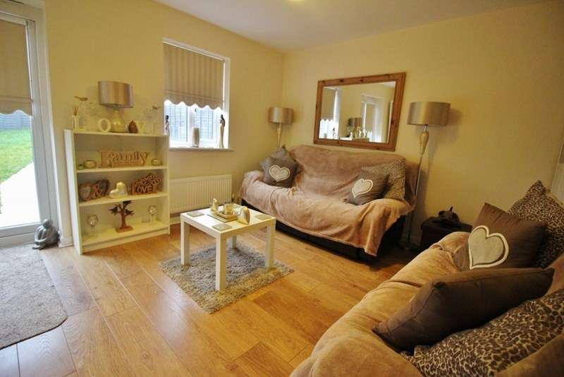 4 Bedrooms Semi Detached House for sale in Mayflower Gardens, Oxley, Wolverhampton