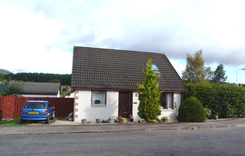 3 Bedrooms Detached House for sale in Hillside Avenue, Kingussie, PH21 1PA