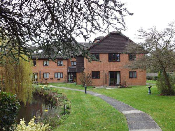 2 Bedrooms Retirement Property for sale in Willow Court, Reading Road, Wokingham