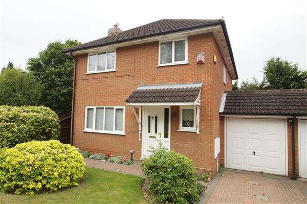 4 Bedrooms Detached House for sale in Lower Britwell Road, Nr Burnham, Slough