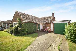 3 Bedrooms Bungalow for sale in Borrowdale Drive, Sanderstead, South Croydon, .