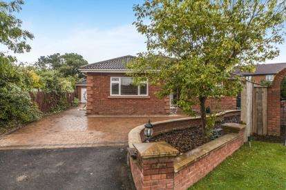4 Bedrooms Bungalow for sale in Felbrigg Lane, Ingleby Barwick, Stockton-On-Tees, Durham
