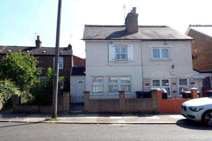 2 Bedrooms Semi Detached House for sale in Tottenhall Road, Palmers Green, London