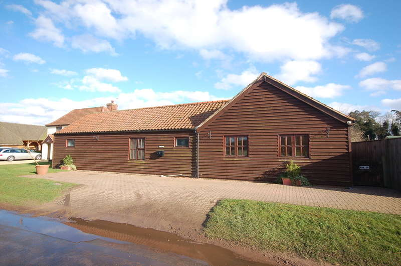 2 Bedrooms Detached Bungalow for sale in Icklingham Road, Tuddenham