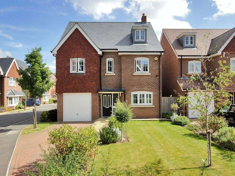 5 Bedrooms Detached House for sale in St. Augustine Road, Southgate, Crawley, West Sussex