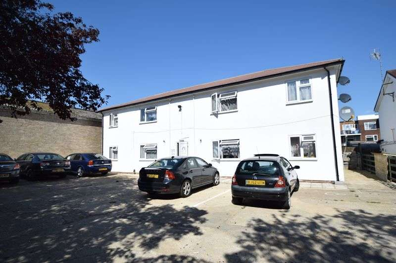 1 Bedroom Flat for sale in Nickmar Court, New Bedford Road, Luton