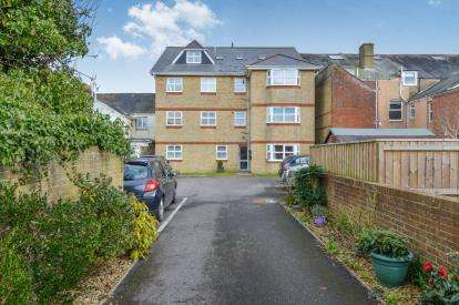 2 Bedrooms Maisonette Flat for sale in Drake Road, Newport, Isle of Wight