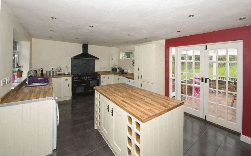 4 Bedrooms Detached House for sale in Willow Beck, Vine Lane, Clent