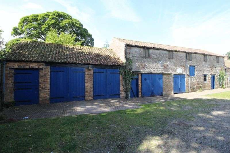 4 Bedrooms Terraced House for sale in Low Hall Barn, Garth End Road, Scarborough