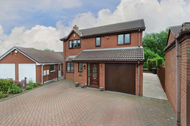 5 Bedrooms Detached House for sale in Ibbetson Oval, Churwell, Morley, Leeds