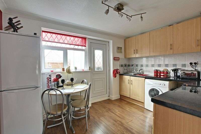 2 Bedrooms Semi Detached House for sale in Duncombe Court, Hedon