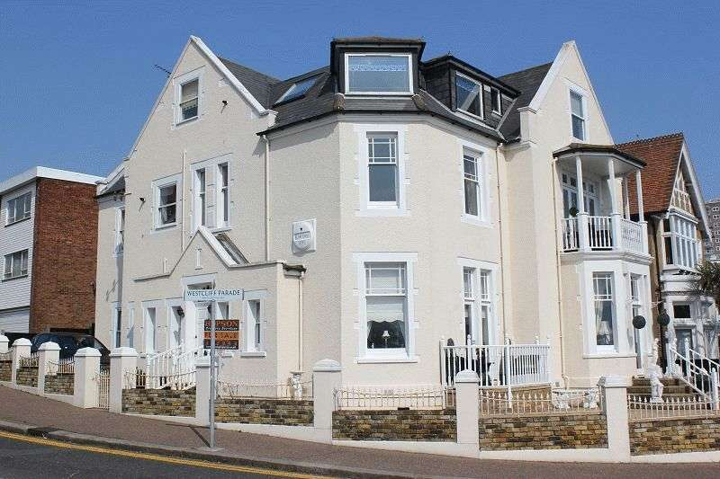 1 Bedroom Flat for sale in Westcliff Parade, Westcliff-On-Sea