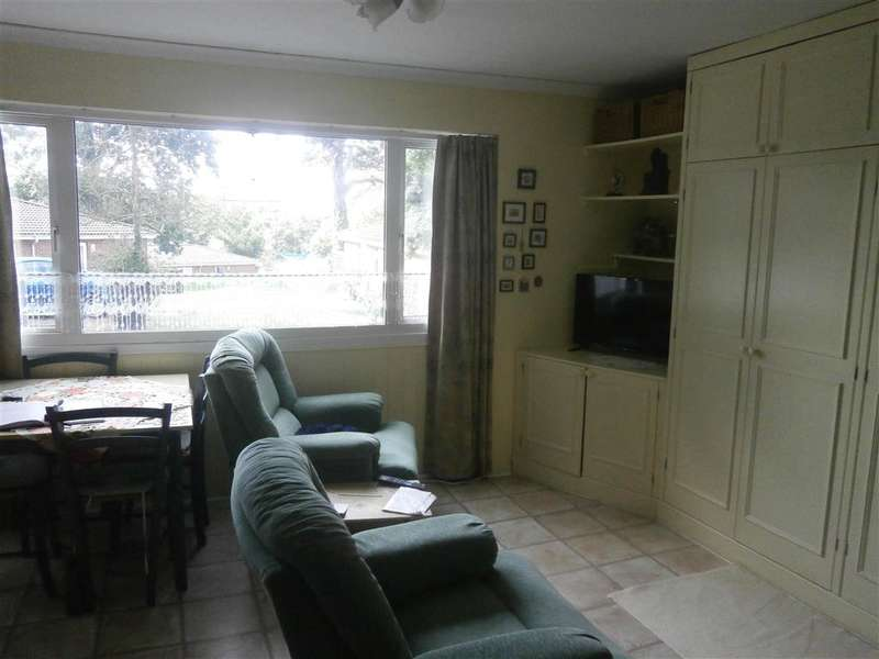 2 Bedrooms Semi Detached Bungalow for sale in Cockleton Lane, Cowes, Isle of Wight